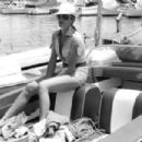 Ursula Andress - 454 x 303