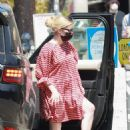 Emma Roberts – Shopping candids at Squaresville vintage and consignment store in Los Feliz