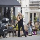 Kate Moss – Lunch with friends out in London's Notting Hill - 454 x 361