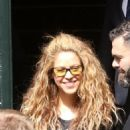 Shakira Waves to Fans – Argentina 10/27/2018 - 454 x 681