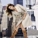 Cindy Crawford Poses At The New York District Of Manhattan During The Filming For A TV Spot, August 2009