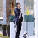 Nicole Murphy buying some pet supplies in Beverly Hills, California on February 14, 2017 - 454 x 538