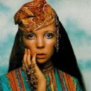 Penelope Tree - Vogue Magazine Pictorial [United States] (15 August 1968) - 421 x 640