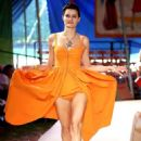 Isabeli Fontana – Moschino Runway Show SS 2019 Menswear and Women's Resort Collection in LA - 454 x 659