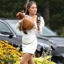 Olivia Culpo – Seen at 'Back 40' with her sister in Kingston