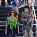 Kourtney Kardashian: stroll along the beach while the TV cameras follow them in Miami