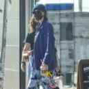Jacob Elordi and Kaia Gerber – Seen picking up dog food in West Hollywood