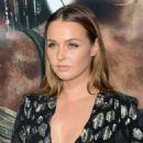 Camilla Luddington – 'Tomb Raider' Premiere in Hollywood - 454 x 564