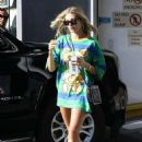 Hailey Baldwin – Seen while Out in Beverly Hills
