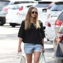 Elizabeth Olsen in Shorts at grocery shopping in Los Angeles - 454 x 748