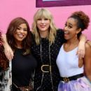 Taylor Swift – Visits her 'Lover' mural installation in NY - 454 x 589