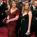 Julie Christie and Sarah Polley At The 80th Annual Academy Awards (2008) - 381 x 594