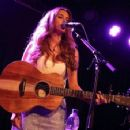 Una Healy – Performs live at the Lexington on Pentonville Road in London - 454 x 356