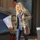 Kristen Bell - Kristin Bell leaving Barney's of New York in Beverly Hills, 24.11.2010.