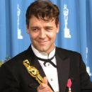 Russell Crowe At 73rd Annual Academy Awards - Press Room (2001) - 454 x 689
