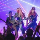 Jem and the Holograms (2015) - 454 x 349