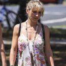 Elsa Pataky – Out in Byron Bay, Australia 3/4/ 2017 - 454 x 683