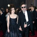 Helena Bonham Carter and Tim Burton At The 85th Annual Academy Awards (2013) - 390 x 594