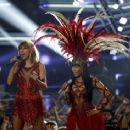 Taylor Swift Performs At 2015 Mtv Video Music Awards In La