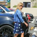 Reese Witherspoon – Seen Out In Los Angeles - 454 x 636