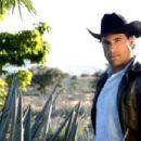 Destilando amor- Promotional and Set Photos