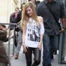 Avril Lavigne - Paris candids, 08.02.2011.