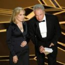 Faye Dunaway and Warren Beatty At The 90th Annual Academy Awards - Show (2018) - 454 x 303