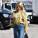 Emma Roberts at the Coffee Bean and Tea Leaf in West Hollywood 10/19/ 2016 - 454 x 592