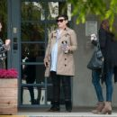 Ginnifer Goodwin is seen out and about while pregnant on March 3, 2016 - 454 x 349