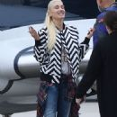 Gwen Stefani at Van Nuys Airport in Los Angeles - 454 x 681