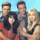 Jason Priestley, Shannen Doherty, Jennie Garth, Luke Perry - 454 x 489
