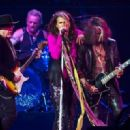 Aerosmith live at MGM Grand Garden Arena on August 1, 2015 - 454 x 321