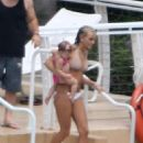 Jamie-Lynn Spears - With Her Sister, Hits The Pool In Miami, 2009-08-31