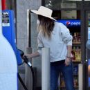 Olivia Wilde – Seen at a gas station in Los Angeles - 454 x 681