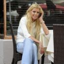 Tara Reid - At Quattro Restaurant In Miami Beach, 26 March 2010