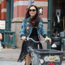 Famke Janssen – Riding a cargo bike in New York - 454 x 682