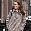 Katie Holmes walks with her friend around Manhattan, New York's West Village neighborhood on January 10, 2017 - 404 x 600