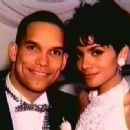 David Justice and Halle Berry - 454 x 332