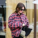 Kendall Jenner – Looks relaxed at Alfred Coffee on Melrose Place in West Hollywood