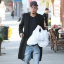 Evan Ross stops to pick up some lunch to go in Sherman Oaks, California on December 19, 2014 - 425 x 594