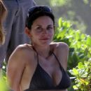 Courteney Cox - in a Bikini in Hawaii - 27/02/11