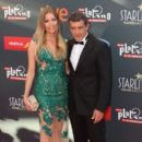Antonio Banderas and Nicole Kimpel- TNTLA Platino Awards 2015 - Red Carpet - 399 x 600