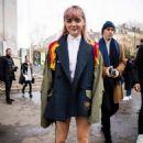 Maisie Williams – SACAI Fashion Show at the Paris Fashion Week 03/04/2019 - 454 x 681