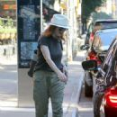 Julianne Moore – Out in New York City - 454 x 654