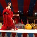Isabeli Fontana – Moschino Runway Show SS 2019 Menswear and Women's Resort Collection in LA - 454 x 316
