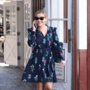 Reese Witherspoon at Brentwood Country Mart - 454 x 658