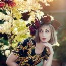 Madame Mae Vis  -  Publicity - 454 x 681
