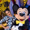 Katy Perry Poses With Minnie Mickey Mouse At Disney Hollywood Studios