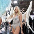 Devon Windsor – 2018 Victoria's Secret Fashion Show Runway in NY - 454 x 303