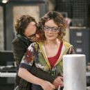 Sara Gilbert and Johnny Galecki - 270 x 350
